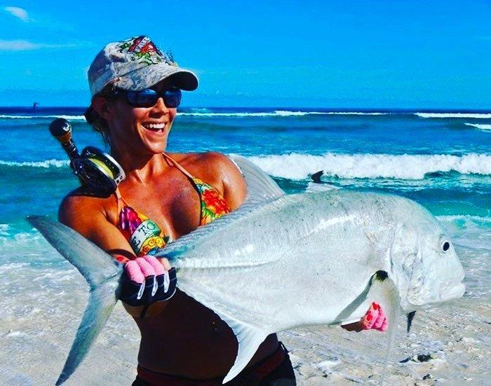 Женщина на рыбалке